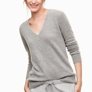 100% Cashmere VEUC The Group Babaton Luxe V-Neck
